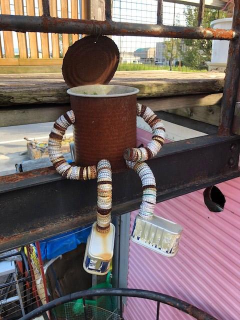 缶詰の空き缶、ビンジュースの蓋でのアート